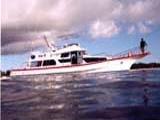 ポイントまでは大型のボートで