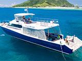 豪華なダイビングボート