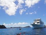 離島に向かうダイビングボート
