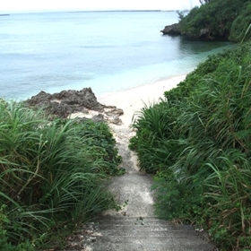 下崎農村公園ビーチの入口