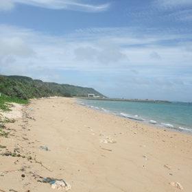 浦底ビーチの砂浜