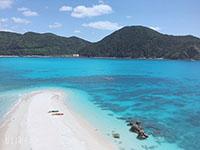 上から見たハナリ島砂浜
