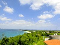 展望台から見た津堅島全容