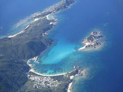 上から見た渡嘉敷島西岸