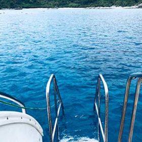 ダイビングボートから見る海